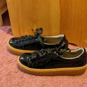 Shiny black creeper platforms